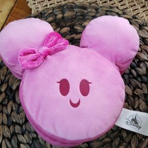 Minnie Macaroon plushy Disney parks